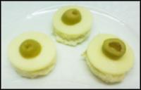 كانابيه الجبن الأصفر الزيتون الأخضر kanabeeJobnaSafraWeZayton.jpg